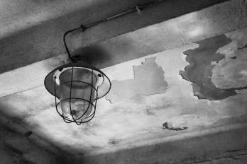 URBEX | Žáry | Sklep, upadlá žárovka